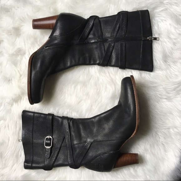 8815e597739 UGG 5454 Caroline Black Leather Zip Women's Boots